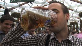 Beer Slamming Tourists give Verdict on Oktoberfest