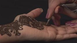 How To Work As A Henna Artist
