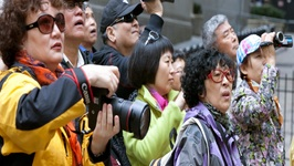 Chinese Tourists get Etiquette Lesson