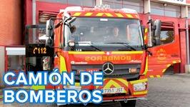 Cómo es un camión de bomberos por dentro  Vídeos para niños