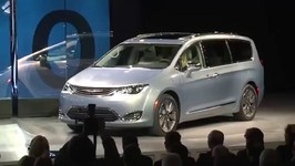 2017 Chrysler Pacifica - NAIAS 2016 Reveal Highlights