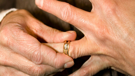 More Single Americans Than Couples for First Time Ever