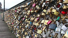 Paris removes locks from the 'Love Lock Bridge'
