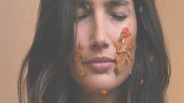 Victoria's Secret Angel Lily Aldridge's clumsy cooking